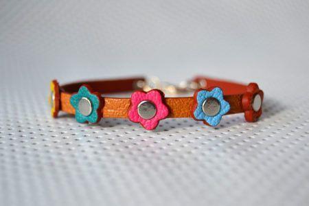 Bracelet slim 5 fleurs en vachette grainée